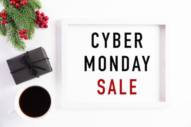 Cyber monday sale-tekst op witte omlijstingdecoratie Premium Foto