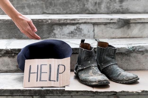 Dakloze die om hulp smeekt Gratis Foto