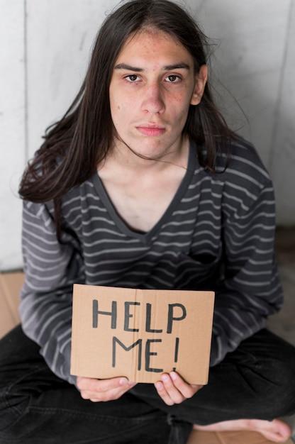 Dakloze man smeken om hulp Gratis Foto