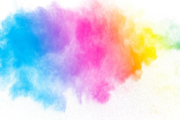 De abstracte explosie van het veelkleurige poeder op witte achtergrond. Premium Foto