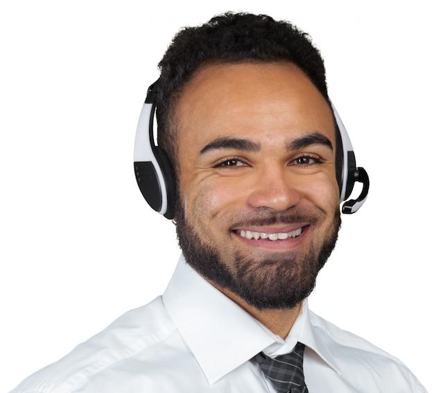 De afrikaanse amerikaanse mens in hoofdtelefoons isoleerde wit Premium Foto
