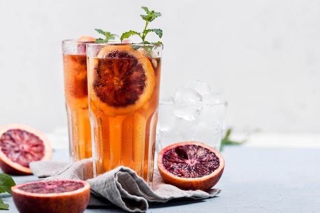 De aromatische thee van het fruitijs op lijst Gratis Foto
