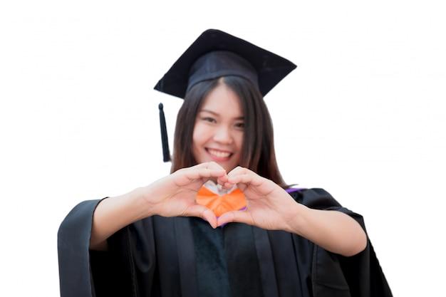De aziatische leuke graduatie van het vrouwenportret die op wit, de universiteit van thailand wordt geïsoleerd Premium Foto