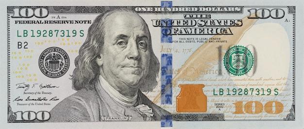 De benaming honderd dollars op geïsoleerde witte achtergrond Premium Foto