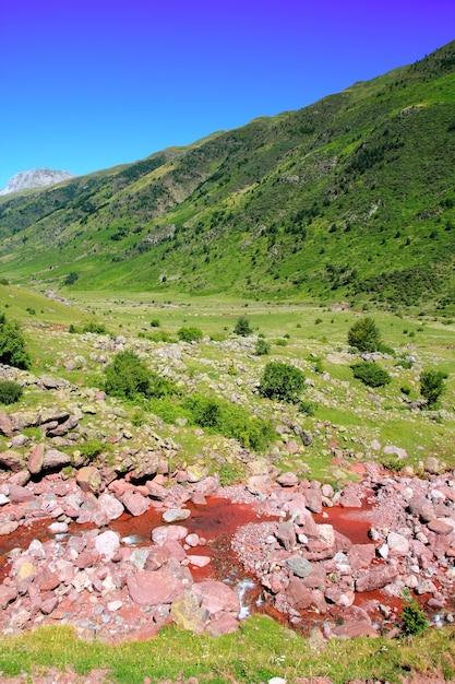 De bergen van la guarrinza aiguestortes pyreneeën Premium Foto