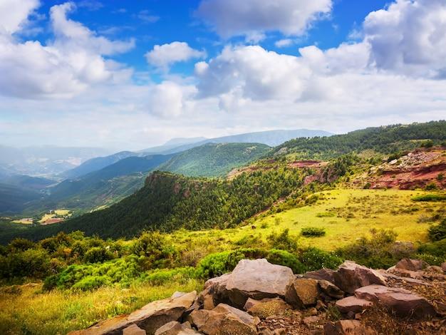 De bergenlandschap van pyreneeën in de zomer Gratis Foto