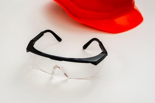 De beschermingsglazen en de helm van de close-up Gratis Foto