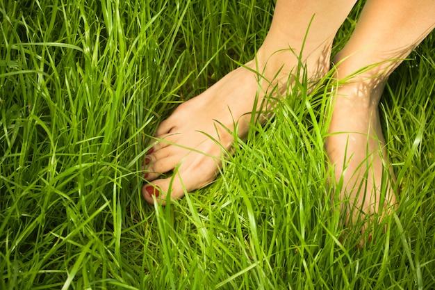 De blote voeten van de vrouw Premium Foto