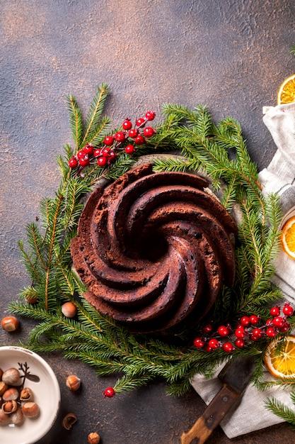 De cake van het kerstmisfruit, pudding op vakantieachtergrond. Premium Foto