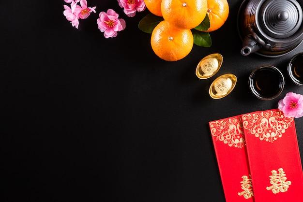 De chinese nieuwe decoratie van het jaarfestival op een zwarte achtergrond. Premium Foto