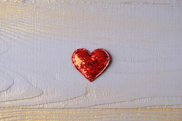 De dag van valentijnskaarten wenskaart met rode harten. Premium Foto