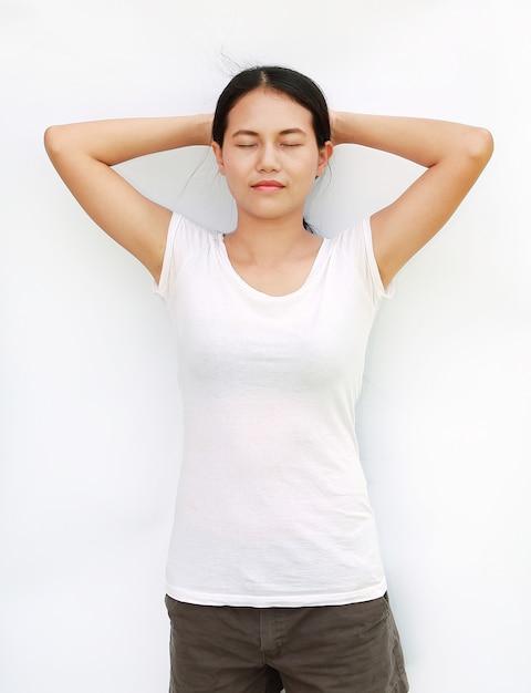 De de t-shirtoefening van meisjesthailand isoleerde witte achtergrond Premium Foto