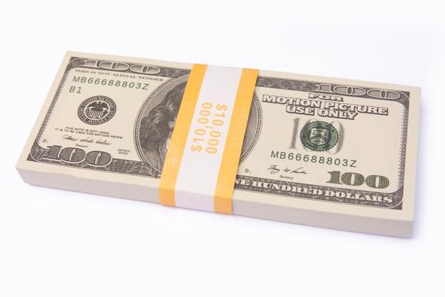 De dollar factureert bundelsstapel geïsoleerd o met het knippen van weg Premium Foto