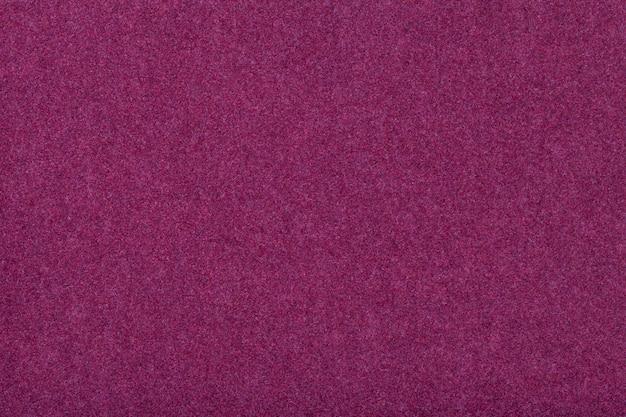 De donkere purpere matte close-up van de suèdestof Premium Foto