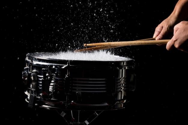 De drumsticks raken Premium Foto