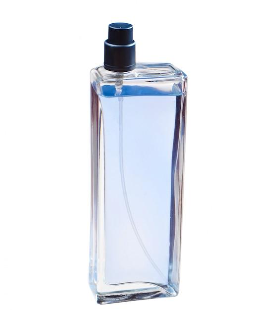 De fles van het glasparfum op witte achtergrond wordt geïsoleerd die. Premium Foto