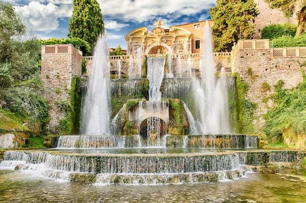 De fontein van neptunus, villa d'este, tivoli, italië Premium Foto