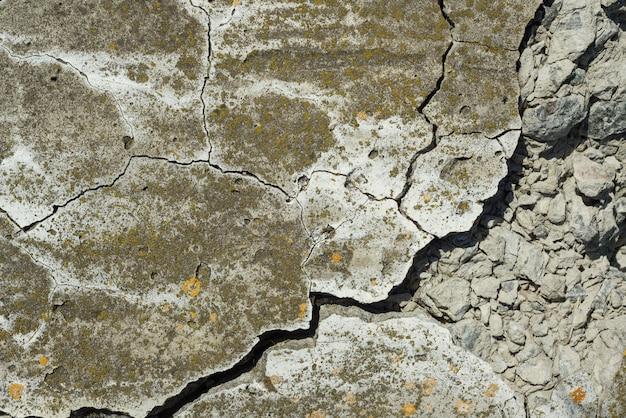 De gebarsten concrete achtergrond van de de close-uptextuur van de cementtextuur Premium Foto