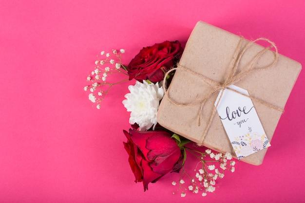 De giftdoos van de moeder` s dag met bloesems van bloem Gratis Foto
