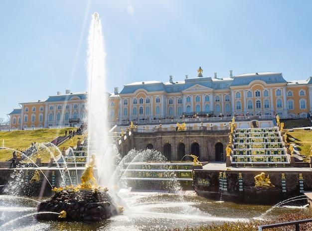 De grand cascade en samson fountain in peterhof royal palace. Premium Foto