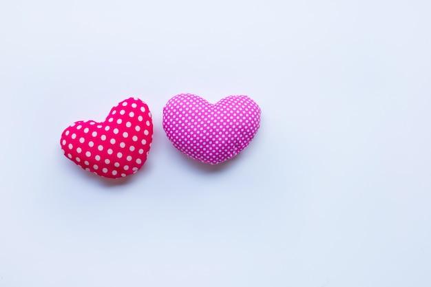 De harten van de valentijnskaart op wit Premium Foto