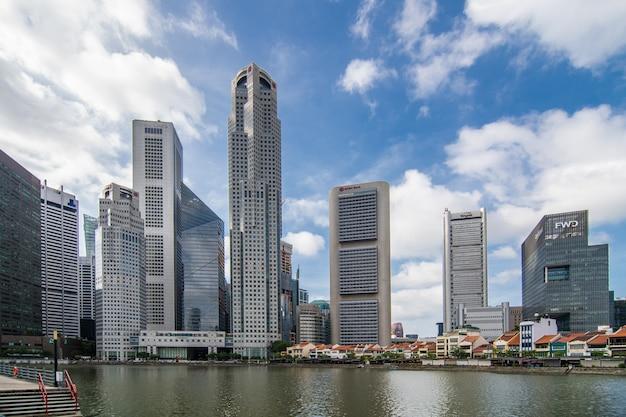De horizonstad van singapore in schemeringtijden Gratis Foto