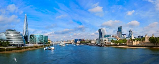 De horizonzonsondergang van londen stadhuis op theems Premium Foto