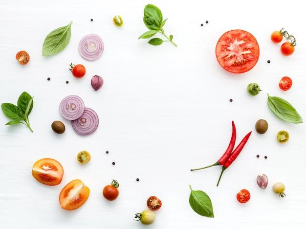 De ingrediënten voor zelfgemaakte pizza Premium Foto