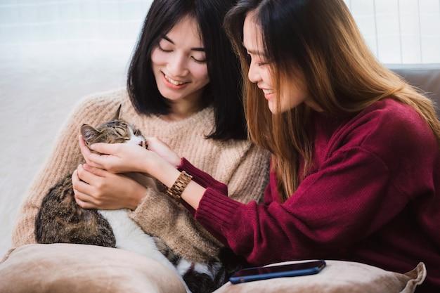 Jonge lesbiennes eten elkaars poesjes