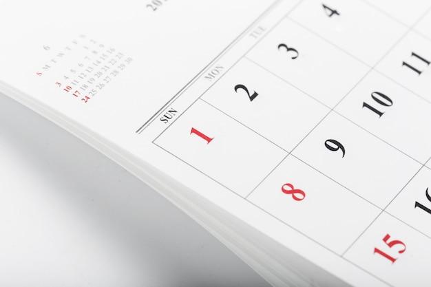 De kalenderpagina's sluiten omhoog bedrijfstijdconcept Premium Foto