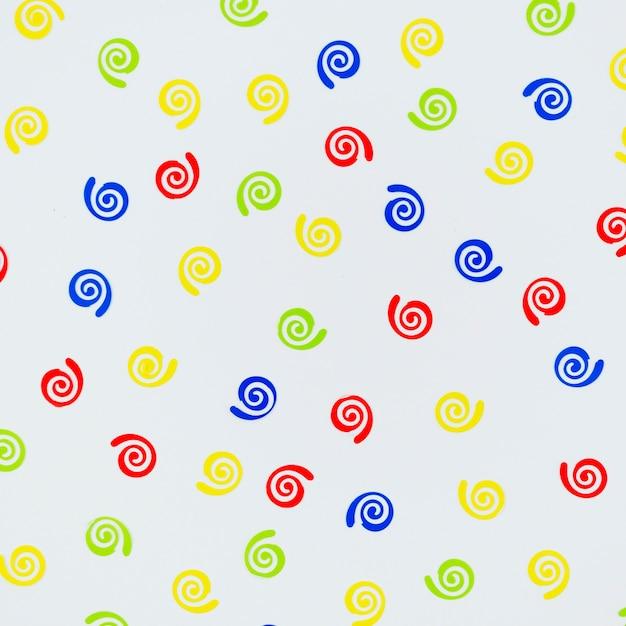 De kleurrijke verjaardag siert close-up Gratis Foto