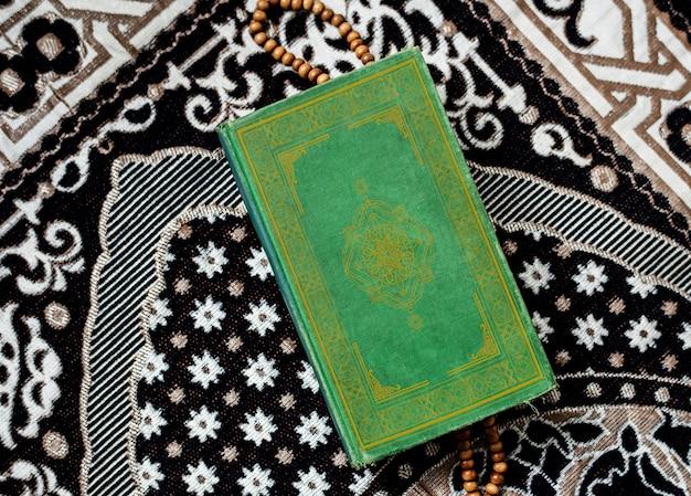 De koran, de centrale religieuze tekst van de islam Premium Foto