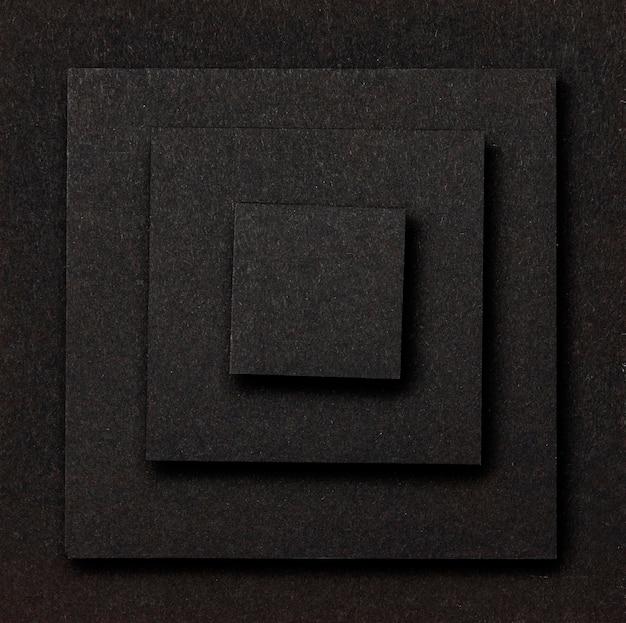 De lagen zwarte vierkantenvlakte als achtergrond lagen Premium Foto