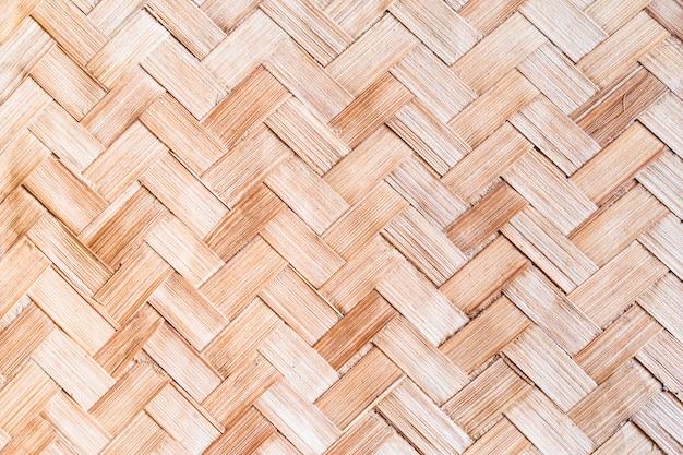 De lichtbruine geweven geweven textuur van de bamboemat voor achtergrond Premium Foto