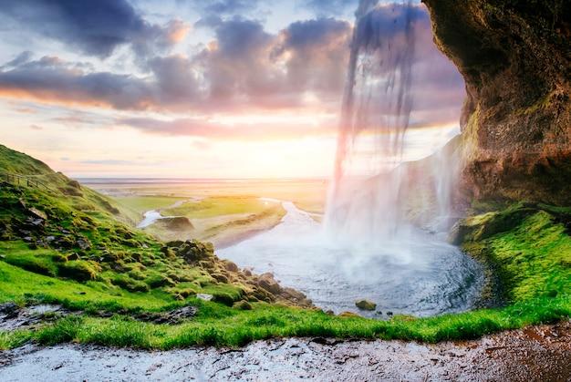De meest beroemde ijslandse waterval Premium Foto