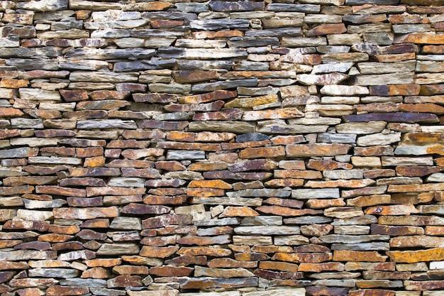 De muur is gemaakt van steenslag Gratis Foto