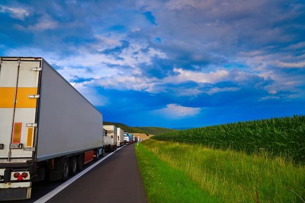 De opstopping van duitsland in een ongeval van het wegvoertuig Premium Foto