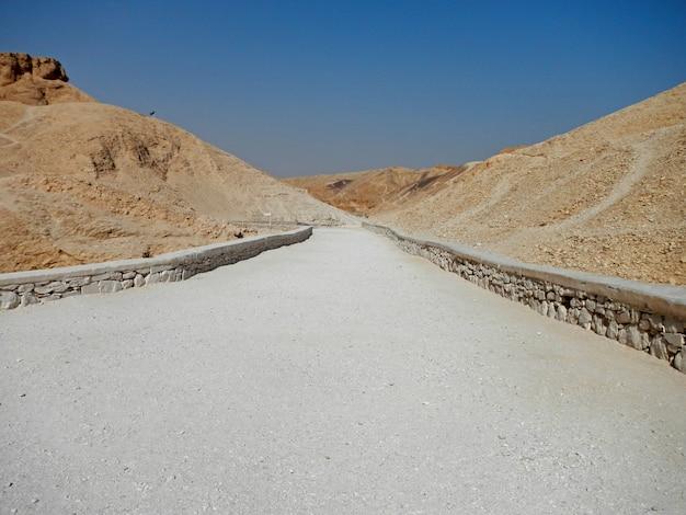 De oude necropolis vallei der koningen in luxor, egypte Premium Foto