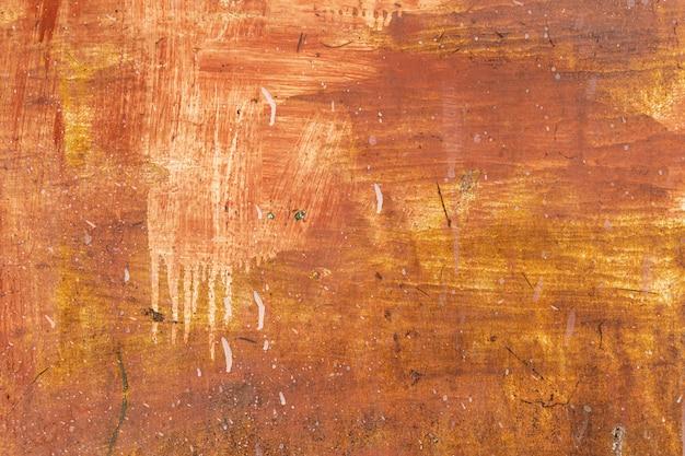 De oude plaat van het grunge roestige staal schilderde rode, gele, witte kleur van achtergrond en textuur. Premium Foto