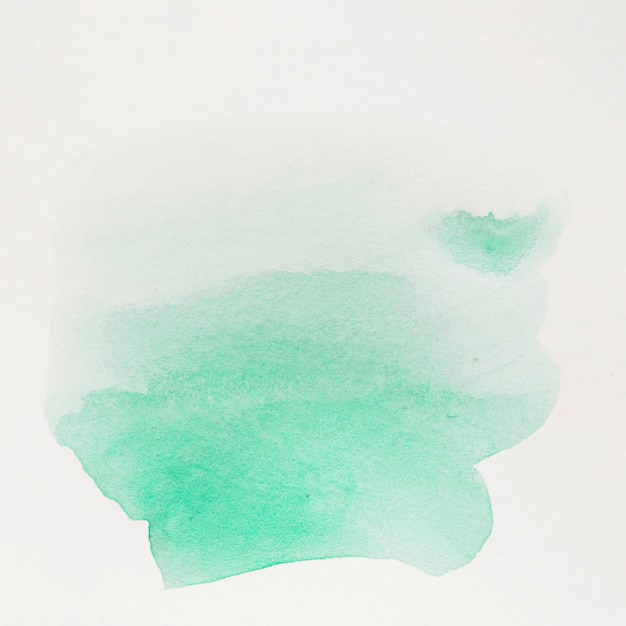 De penseelstreek van de groen waterkleur op witte achtergrond Gratis Foto
