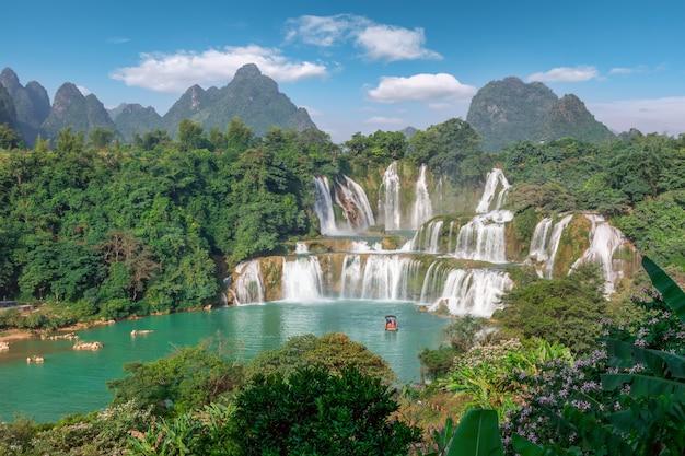 De prachtige en prachtige detian-watervallen in guangxi, china Premium Foto