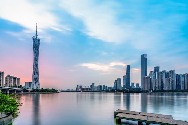 De prachtige stedelijke architecturale landschapshorizon van guangzhou Premium Foto