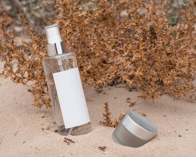 De regeling van schoonheidsproducten in zand Gratis Foto