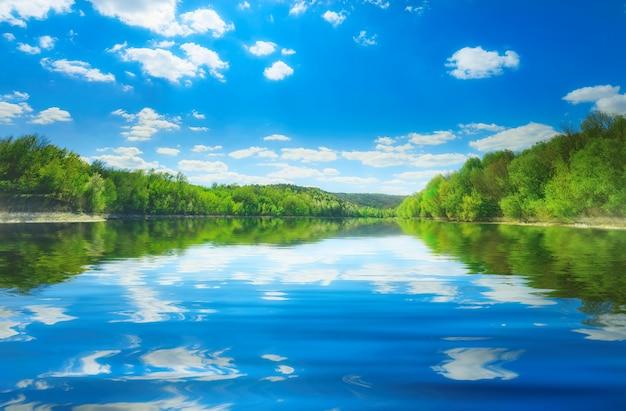 De rivier van dniester in bakota Premium Foto