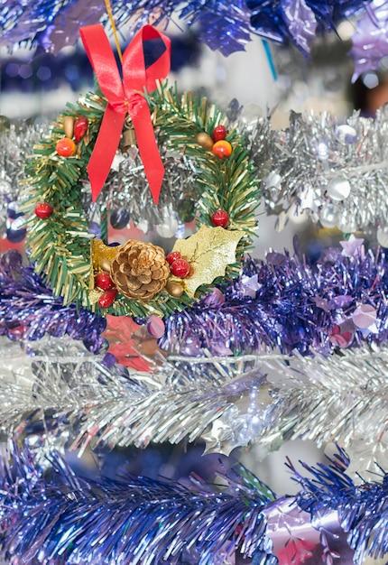 De slinger van kerstmisbessen voor de vakantieachtergrond Premium Foto