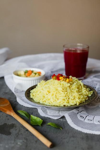 De smakelijke schotel van de voedsel indische rijst Gratis Foto
