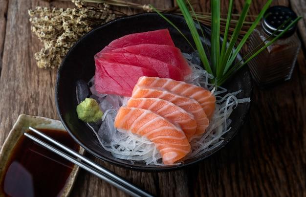 De stijl van de zalm en van de tonijnsashimi japan. Premium Foto