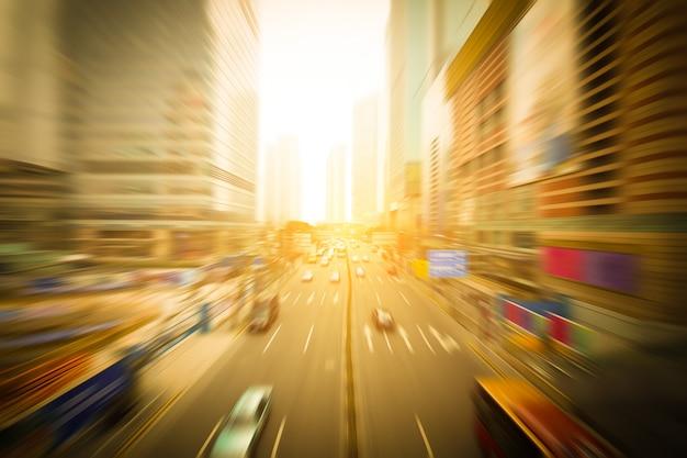 De straten en de auto van de stad Premium Foto