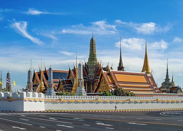 De tempel van de smaragdgroene boeddha Premium Foto