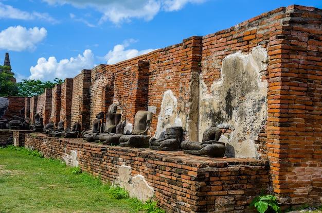 De tempelruïnes van ayutthaya, wat maha that Premium Foto